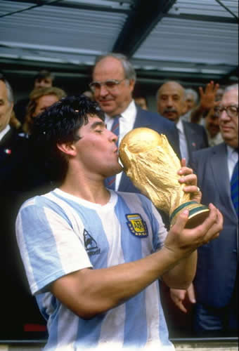 http://absolutezone.files.wordpress.com/2008/11/diego-maradona_1986.jpg